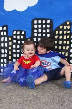 Superhero party with easy painted backdrop and lots of homemade elements from The Mom Creative Avengers Birthday, Superhero Birthday Party, Birthday Ideas, Superhero Backdrop, Joint Birthday Parties, Superhero Kids, Bday Girl, Bear Birthday, Super Party