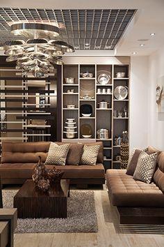 El Showroom de Royal Prestige fue diseñado por Adriana Hoyos. En la sala una olla hecha con sartenes da un toque acogedor al lugar.  Fotos: Chris Falcony  CLAVE! 43
