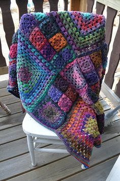 'Granny's a Square' Afghan pattern by Allison Haas Bee-u-ti-ful Granny Square Chic Blanket: free pattern Crochet Afgans, Knit Or Crochet, Crochet Crafts, Crochet Hooks, Crochet Blankets, Learn Crochet, Blanket Crochet, Motifs Afghans, Afghan Patterns