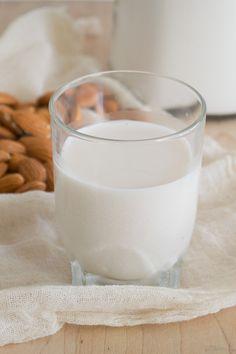 Leche de Almendras No Salt Recipes, Glass Of Milk, Food, Lactose Free Recipes, Almond Flour, Vegan Recipes, Sweets, Dulce De Leche, How To Make