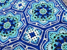 This intricate and bold tiled blanket pattern is simply breathtaking!
