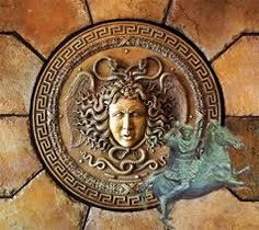The aegis is a shield carried primarily by Zeus in Greek mythology, which he sometimes lent to Athena. According to other sources, it was not a shield. Ancient Greek Art, Ancient Greece, Ancient Rome, Greek Shield, Knossos Palace, Thalia Grace, Athena Goddess, Medusa Head, Greek Gods