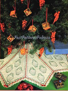 70/'s Christmas Wreath White Hand LoomedCrocheted w Bells