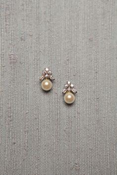 Diamond Jewelry Simple Diamond and Pearl Studs studded with 6 diamonds and a south sea pearl drop Pearl Jewelry, Indian Jewelry, Wedding Jewelry, Diamond Jewelry, Vintage Jewelry, Fine Jewelry, Pearl Earrings, Gemstone Jewelry, Jewellery Box