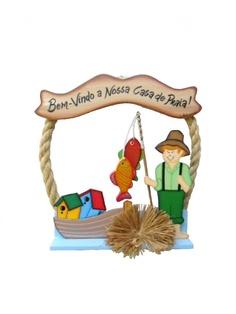 Peça recortada em MDF, pintada à mão no estilo Country Americano, montada em uma armação feita com corda de sizal e arame galvanizado, com apliques de palha da costa e bambu....