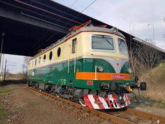 Train Tunnel, Abandoned Train, Train Tracks, Model Trains, Locomotive, Locs, Paint, Pictures, Photos