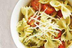 Pesto & tomato pasta salad