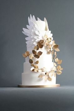 Feather wedding cake inspiration // see all the cakes on www.onefabday.com