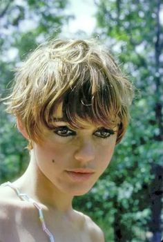 How to be aware of all the present pixie cut trends in time? In this post you will find Pixie Crop Hairstyle that you will adore immediately! The pixie crop Cute Hairstyles For Short Hair, Pixie Hairstyles, Vintage Hairstyles, Trendy Hairstyles, Short Hair Cuts, Short Hair Styles, Haircuts, Pixie Crop, Edie Sedgwick