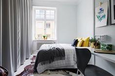Underbart rymligt sovrum med garderobsvägg