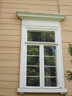 Suomusjärven kirkon ikkuna