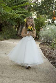 Wedding flower girls by marnixphotography.com.au Safety bay Perth 0428938997