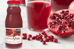 Jugo de Granada El jugo de granadase obtiene de exprimir la granada fruta.El jugo obtenido de exprimir o prensar esta maravillosa fruta es utilizado tanto para su uso en la cocina, esto es gracia…