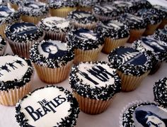 The Beatles Cupcakes. via Piece of Cake Cupcakes Beatles Party, Beatles Cake, Les Beatles, Music Cakes, Cupcake Images, Cupcake Bakery, Festa Party, Partys, Snacks