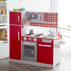 In bold and bright colors that will attract boys and girls alike, this play kitchen has all the modern amenities you'd look for in your own kitchen.