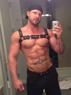 Ripped Muscle Leather Daddy does a mirror selfie