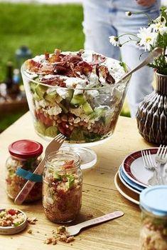 Unser beliebtes Rezept für Sieben-Sachen-Salat und mehr als 55.000 weitere kostenlose Rezepte auf LECKER.de.