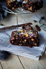 These Salted-Cashew Orange Cranberry Brownies are full of vegan awesomeness. Healthy Brownies, Vegan Brownie, Brownie Recipes, Bar Recipes, Vegan Recipes, Vegan Sweets, Vegan Desserts, Fun Desserts, Recipes