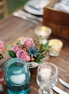 reception-decor-centerpiece-blue-mason-jar-votvies-pink-rose-arrangement