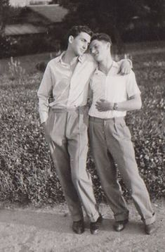 Vintage photographs of gay and lesbian couples and their stories. Vintage Photographs, Vintage Photos, Lgbt History, The Embrace, Cute Gay Couples, Lesbian Couples, Comme Des Garcons, Man In Love, Vintage Men