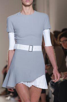 solo por la falda, me gusta que lleva tambien otra tela    /    Victoria Beckham spring 2014 _