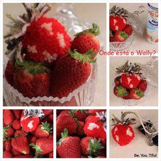 Where's Wally? DIY | Strawberry Pompom Porta-chaves