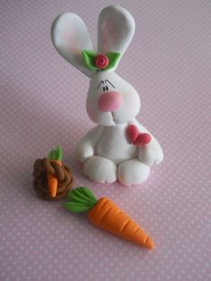 Runny babbit and carrot Polymer Clay Ornaments, Polymer Clay Figures, Polymer Clay Animals, Cute Polymer Clay, Cute Clay, Fimo Clay, Polymer Clay Projects, Polymer Clay Creations, Fondant Figures
