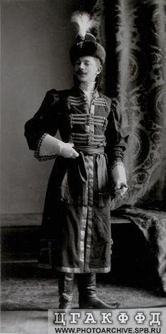 Подпоручик лейб-гвардии Преображенского полка Н.П.Штер в наряде начального человека из жильцов времен царя Алексея Михайловича. Исторический бал 1903 года.