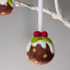 Use cookie cutters to make these needle felted Christmas ornaments ...