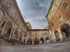 #gopro #fisheye #gopro4 #piazzadeimercanti #milano #goprohero4 #milan #palazzodellaragione #volgomilano #volgolombardia #milanodavedere #volgoitalia by __valentina13