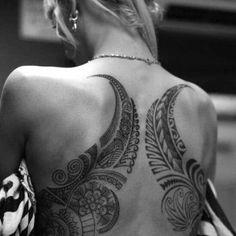 tatouage femme tribal polynesien dos