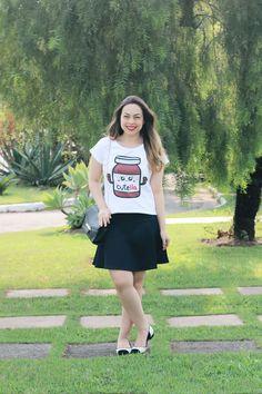 Camiseta Cutella com saia preta. #camiseta #look