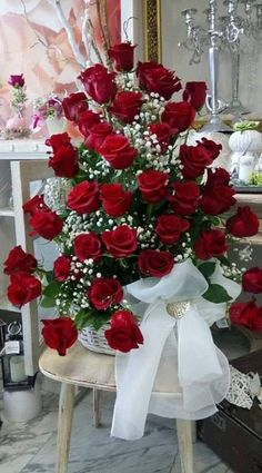 Things to Know about Deals on Valentine's Day Flowers Online Beautiful Rose Flowers, Flowers Gif, Beautiful Flowers Wallpapers, Happy Flowers, Pretty Flowers, Red Rose Arrangements, Rosen Arrangements, Beautiful Flower Arrangements, Beautiful Love Pictures
