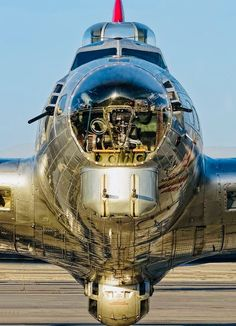 Beautiful photo of the beautiful Flying Fortress. Aircraft Photos, Ww2 Aircraft, Military Aircraft, Aircraft Carrier, Sud Aviation, B 17, Private Plane, Private Jets, Ww2 Planes