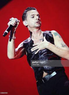 Sänger Dave Gahan (GBR / Depeche Mode) während eines Konzerts im Berliner Olympiastadion