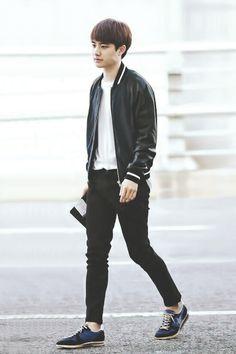 Afbeeldingsresultaat voor kyungsoo wearing all black Kyungsoo, Chanyeol, Kim Jongin, Kpop Fashion, Korean Fashion, Airport Fashion, Shinee, Exo Korean, Wearing All Black