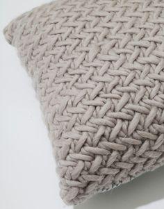 The Reoccurring Dream Cushion | Knit it woolandthegang.com