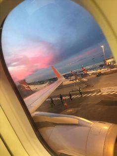 (notitle) - adventure w me - Airplane Photography, Tumblr Photography, Travel Photography, Applis Photo, Fake Photo, Creative Instagram Stories, Instagram Story Ideas, Sky Aesthetic, Travel Aesthetic