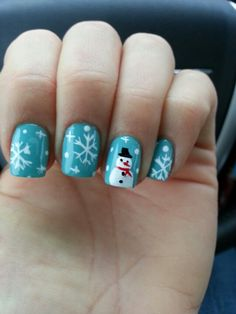 i wish i could pull off nails like this i can only pull off plain color and french manicure =(