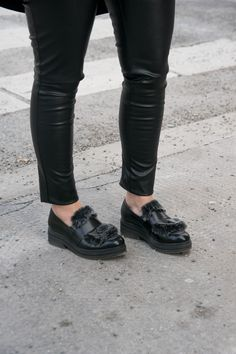 Style loafers this is how you combine the trend shoe in spring 2020 Gucci, Vintage Mode, Outfit Trends, Neue Trends, Black Jeans, Loafers, Spring, Outfits, Shoes