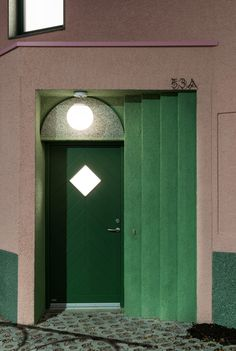Wohnen in Millennial Pink - Reihenhaus von Office S+M in London Modern Entrance Door, Entrance Doors, Facade Design, Door Design, Cat Bar, Hotel Hallway, Interior Architecture, Interior Design, Office