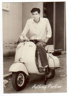 Anthony Perkins on a Vespa Piaggio Vespa, Lambretta Scooter, Vespa Scooters, Triumph Motorcycles, Vintage Motorcycles, Moto Scooter, Scooter Girl, Vespa Motorcycle, Ducati