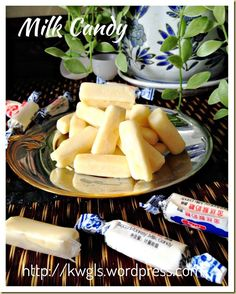 """the nostalgia. Homemade White Rabbit Candies 自制""""大白兔""""牛奶糖 Had lots of these as a kid.still like them too & so do the kids :DLike Father Like Son Like Father Like Son may refer to: Asian Desserts, Asian Recipes, Sweet Recipes, Asian Food Channel, Chinese Candy, Homemade Candies, Sugar Cravings, Snacks, Candy Recipes"""