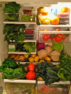 Kimberly Snyder's Fridge  Leafy greens  Healthy veggies  Fresh organic fruits  GGS (Glowing Green Smoothie)  Probiotic and Enzyme Salad  Raw, unfiltered, organic apple cider vinegar  Organic, free-range, local eggs (if you choose to eat animal protein)  Avocadoes  Raw almonds  Chia  Unsweetened almond or coconut milk  Quinoa