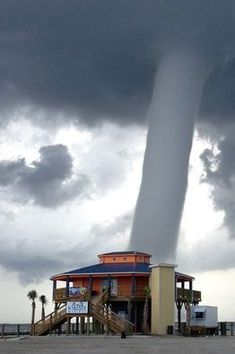 don't fool with Mother Nature! don't fool with Mother Nature! Tornado Pictures, Storm Pictures, Nature Pictures, Cool Pictures, All Nature, Science And Nature, Amazing Nature, Weather Storm, Wild Weather