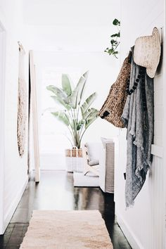 3 Creative And Inexpensive Cool Ideas: Coastal Exterior Design coastal decor inspiration.Coastal Furniture Dream Homes. Coastal Bedrooms, Coastal Living Rooms, Home And Living, Coastal Curtains, Coastal Bedding, Style At Home, Br House, Style Deco, Coastal Decor