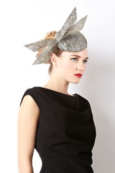 Simply chic this classically beautiful hat possesses a modern edge. Exclusively designed for Coast by William Chambers, the Buntal Teardrop Hat features an angular bow set against a circular woven base adding a dramatic allure to your look.