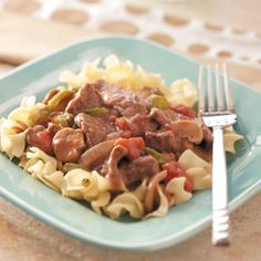 Try less expensive round steak and gravy served over egg noodles for a hearty meal. Meaty and chock full of veggies, this slow-cooker creation will take the worry out of what's-for-supper any weeknight. Entree Recipes, Steak Recipes, Crockpot Recipes, Dinner Recipes, Cooking Recipes, Cooks Slow Cooker, Round Steak, Dump Meals, Crock Pot Cooking
