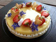Torta Primavera ovvero una base di frolla friabile alle mandorle sormontata da un cremoso al limone e cioccolato bianco con biscotto al limone e....