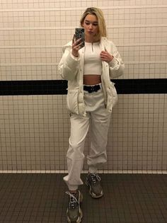White Outfits, Cool Outfits, Casual Outfits, Fashion Outfits, Style Fashion, Sarah Snyder, Sneakers Looks, Casual Street Style, Fashion Killa